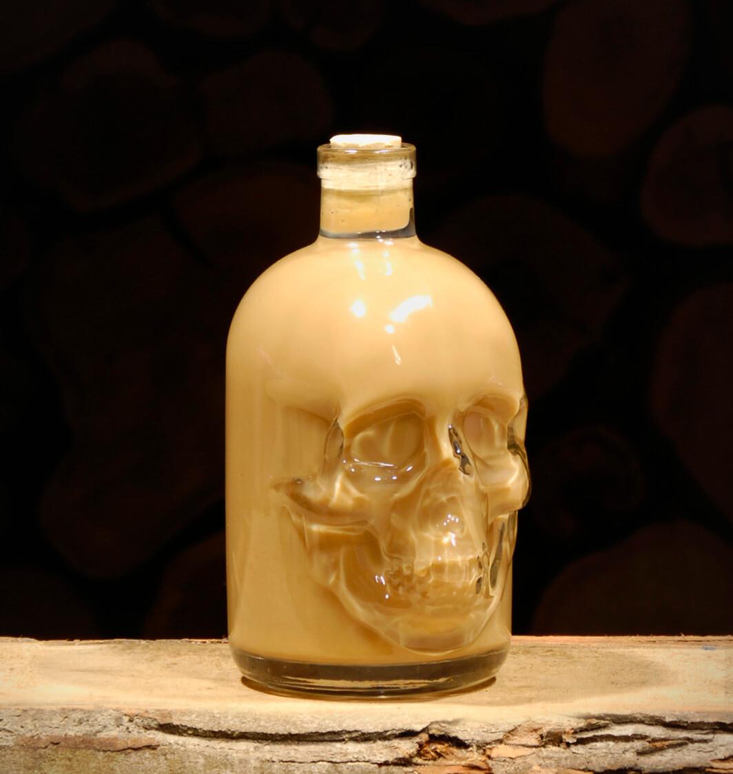 Haselnuss-Sahne Likör 0,5 Liter Totenkopfflasche