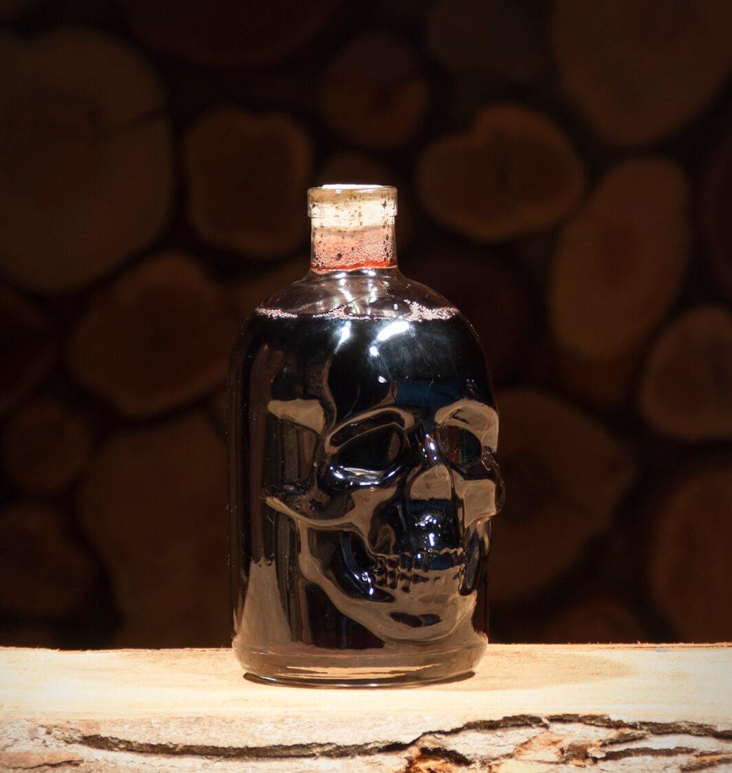 Honig-Kirsch 0,5 Liter Totenkopfflasche